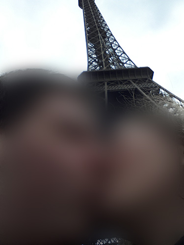 Kissing selfie in front of the Eiffel Tower
