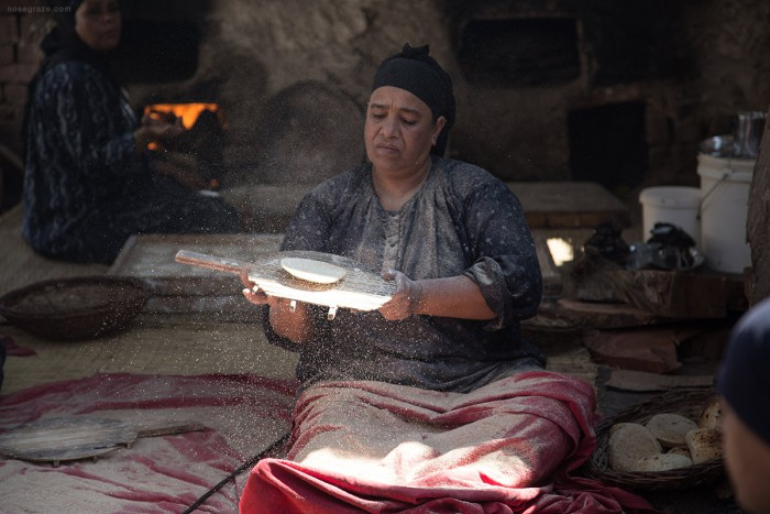 Women making bread at Andrea El Mariouteya restaurant