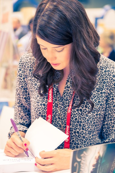 Alexandra Bracken signing an ARC of Passenger
